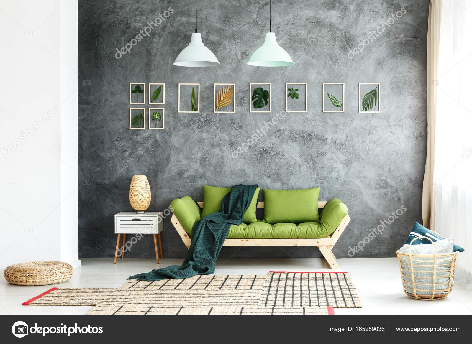 Dunkle Decke Geworfen Auf Couch Stockfoto C Photographee Eu 165259036