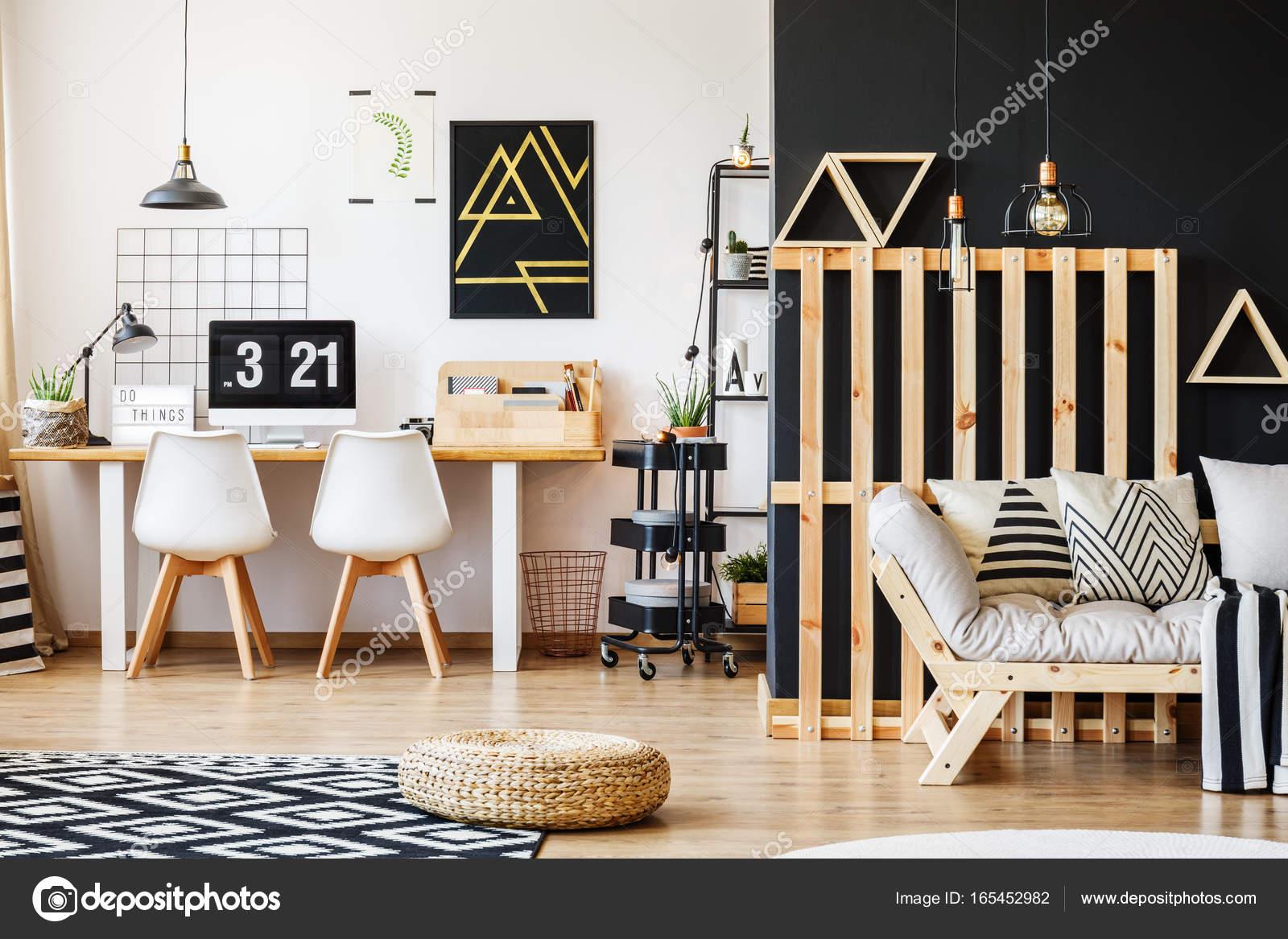 interieur met houten pallet decor stockfoto