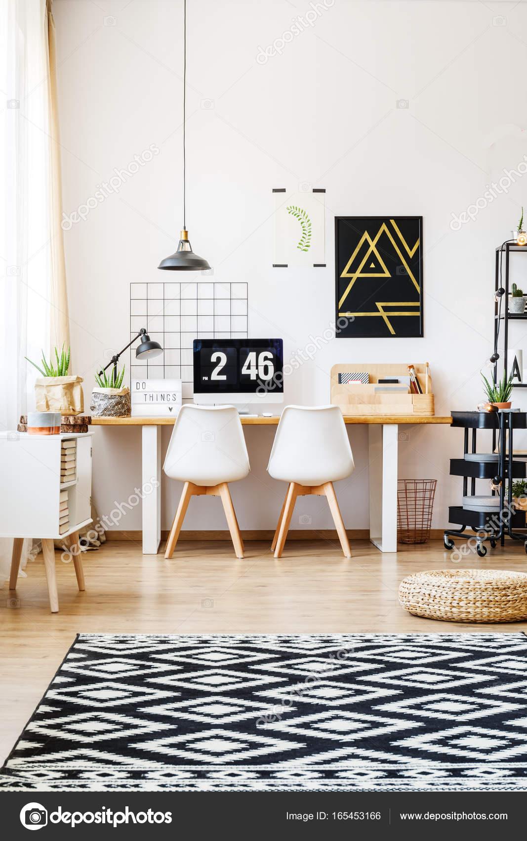 Bureau Scandinavisch Design.Scandinavisch Design Van Bureau Werkruimte Stockfoto