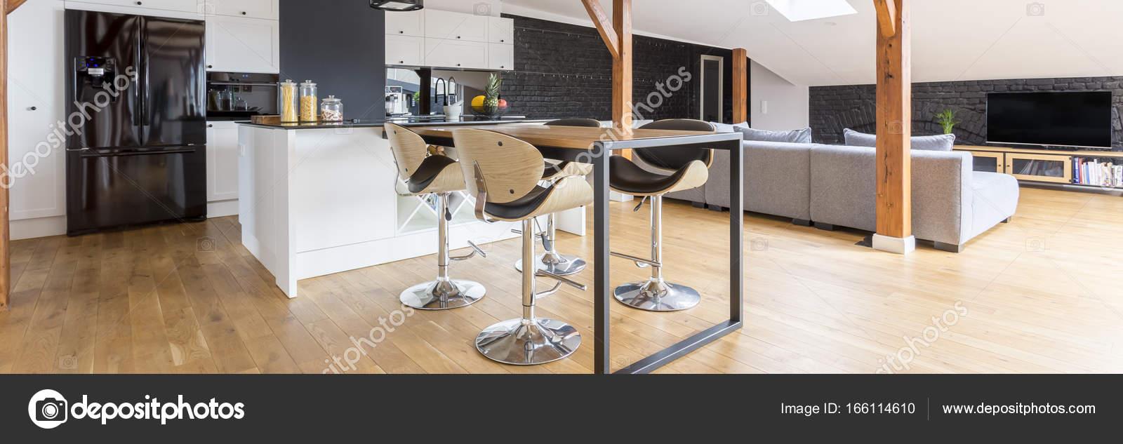 Schwarz / weiß Hängeboden — Stockfoto © photographee.eu #166114610