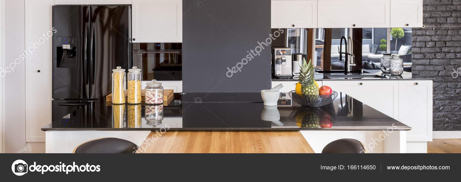 Panorama De Cozinha Com Ilha Fotografias De Stock Photographee