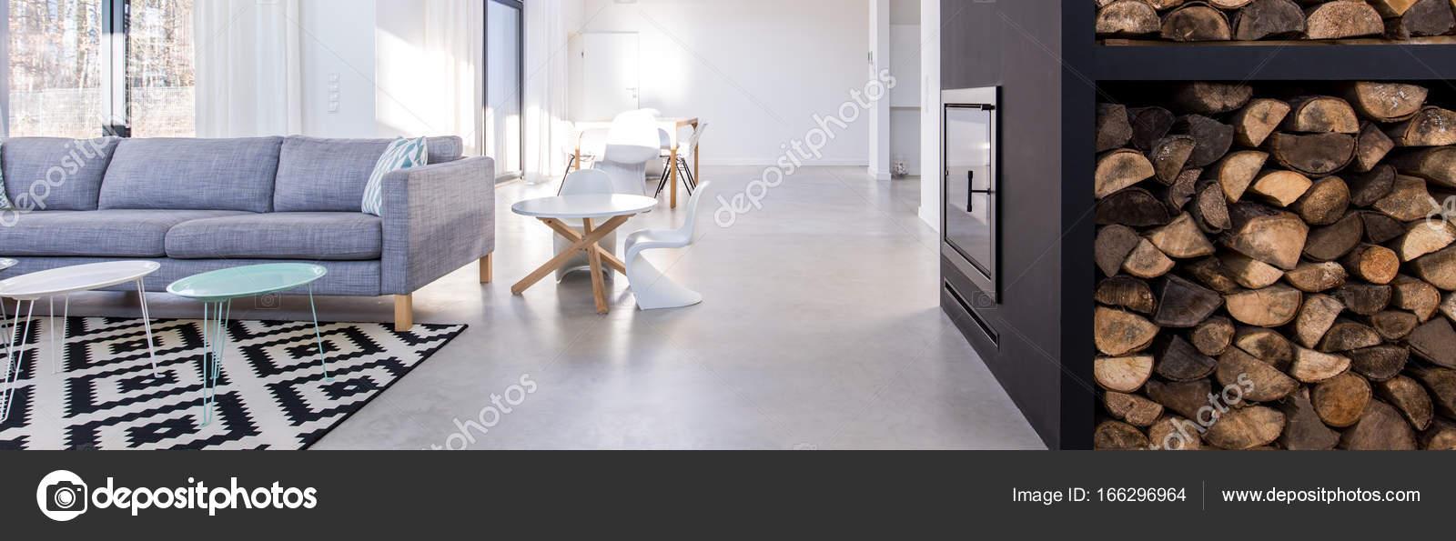 Salon contemporain avec cheminée — Photographie photographee ...