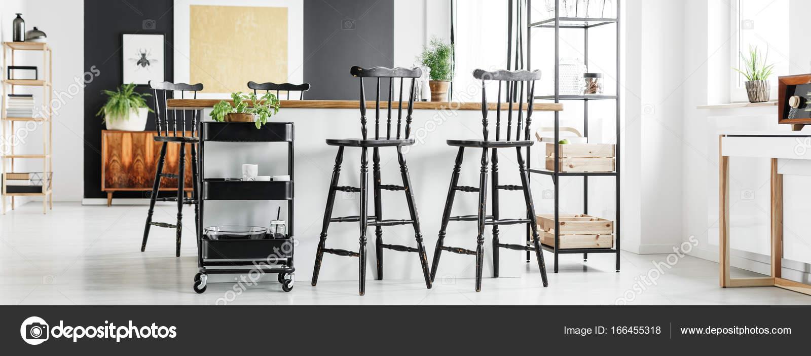 https://st3.depositphotos.com/2249091/16645/i/1600/depositphotos_166455318-stock-photo-modern-shabby-chic-loft-interior.jpg