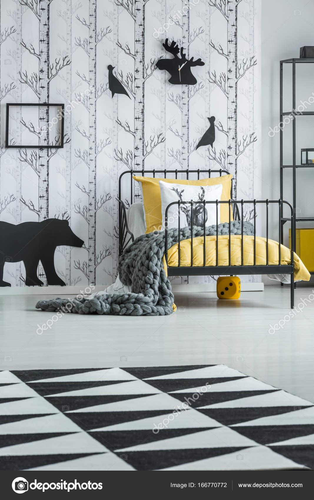 Geometrische tapijt in de slaapkamer van kind — Stockfoto ...