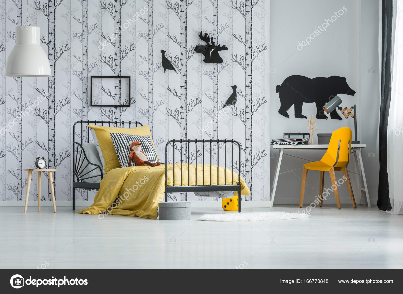 Pluschtier Auf Kinder Bett Stockfoto C Photographee Eu 166770848