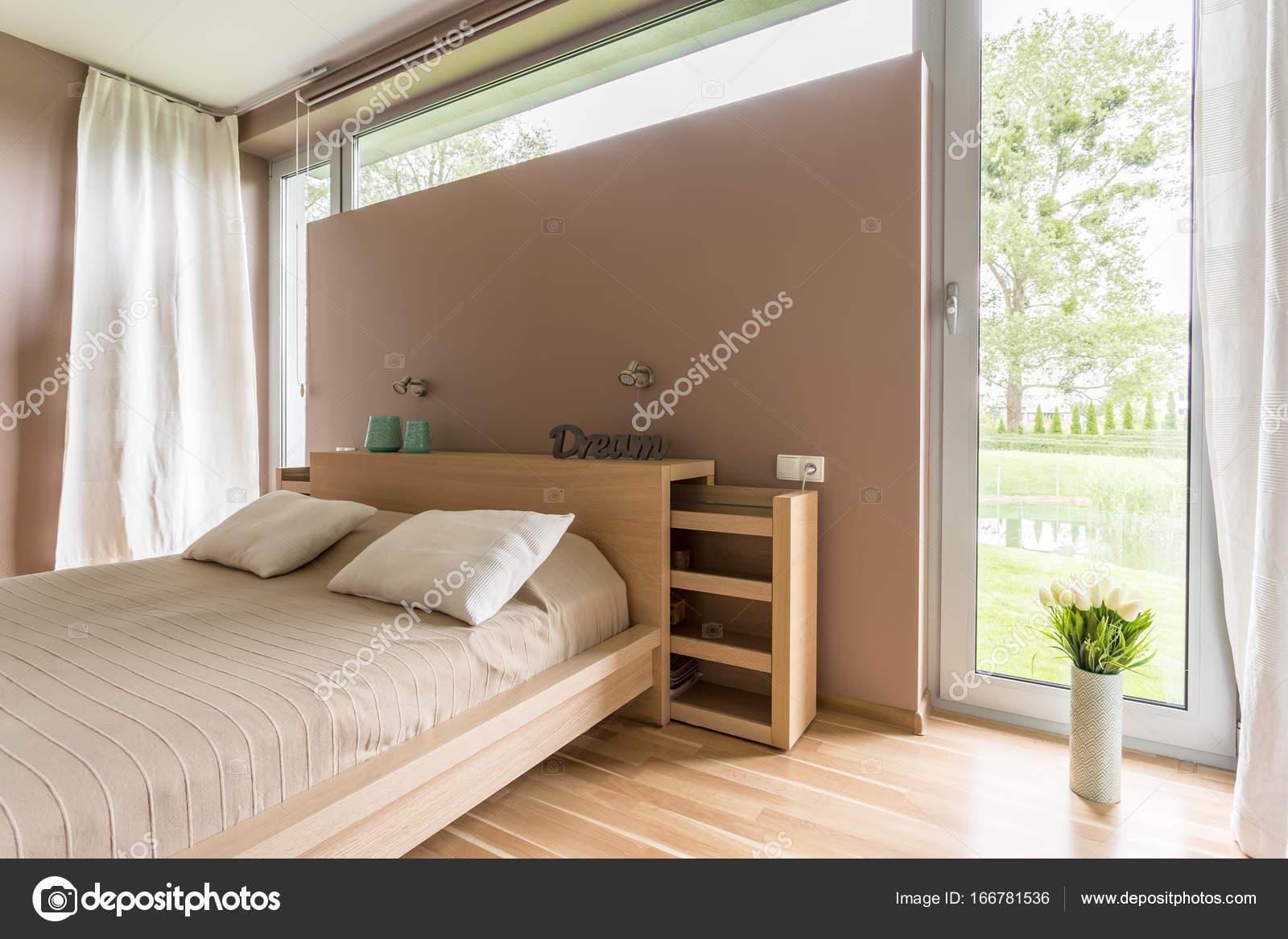 Camera da letto con parquet in legno — Foto Stock © photographee.eu ...