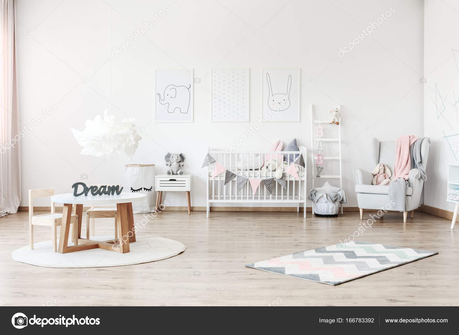 Pastell Kinderzimmer Mit Tisch Stockfoto C Photographee Eu 166783392