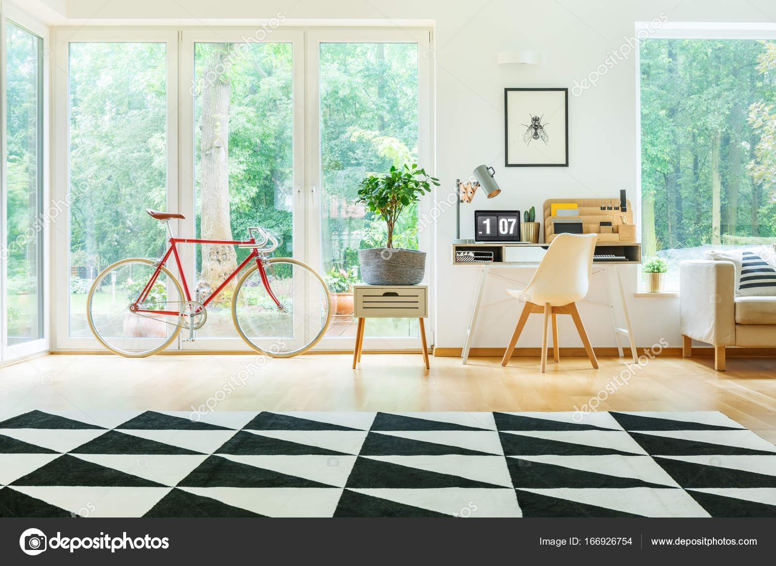 Design Bureau Woonkamer : Bureau in ruime woonkamer u stockfoto photographee eu