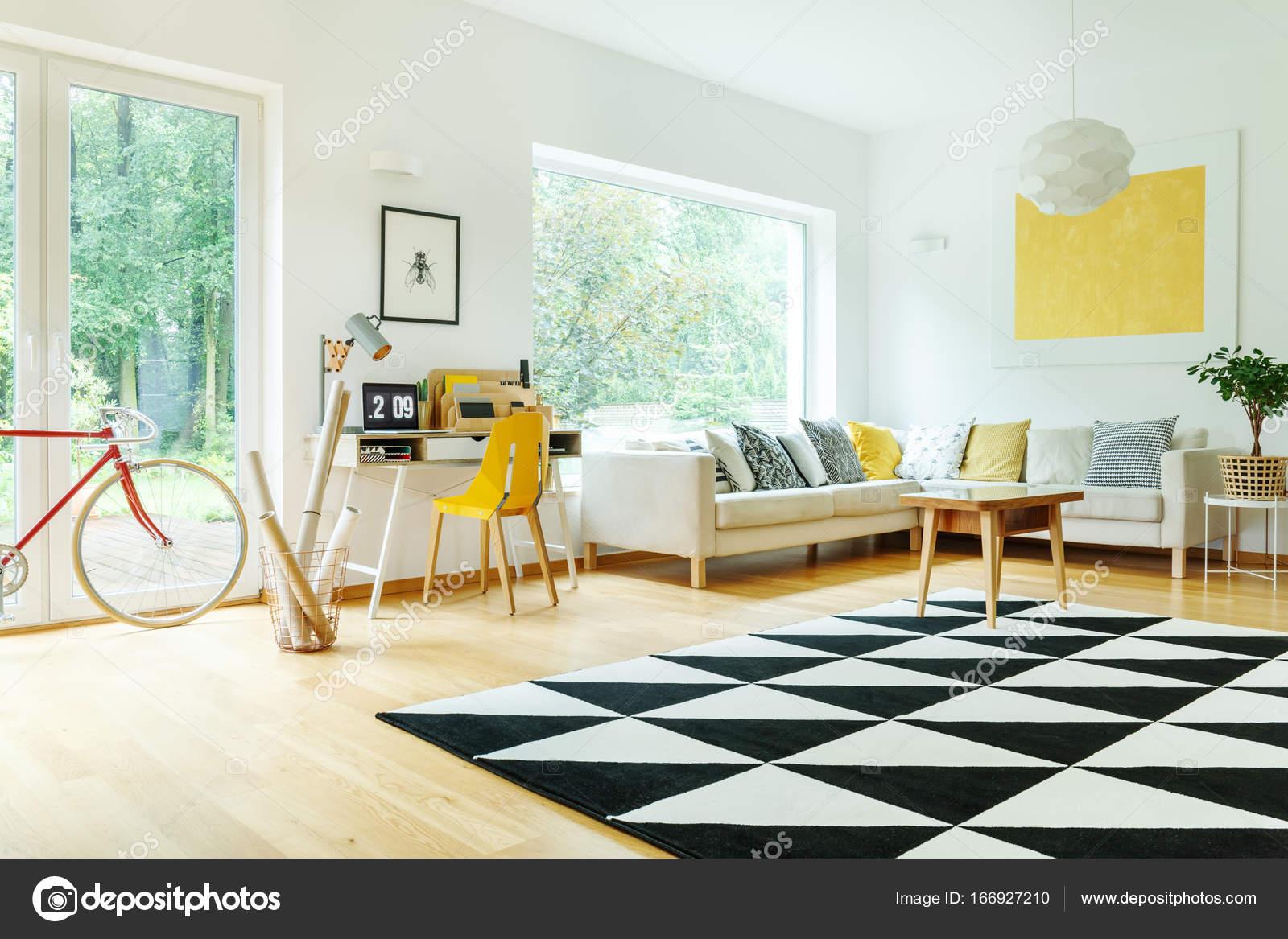 Soggiorno con divano angolare — Foto Stock © photographee.eu #166927210