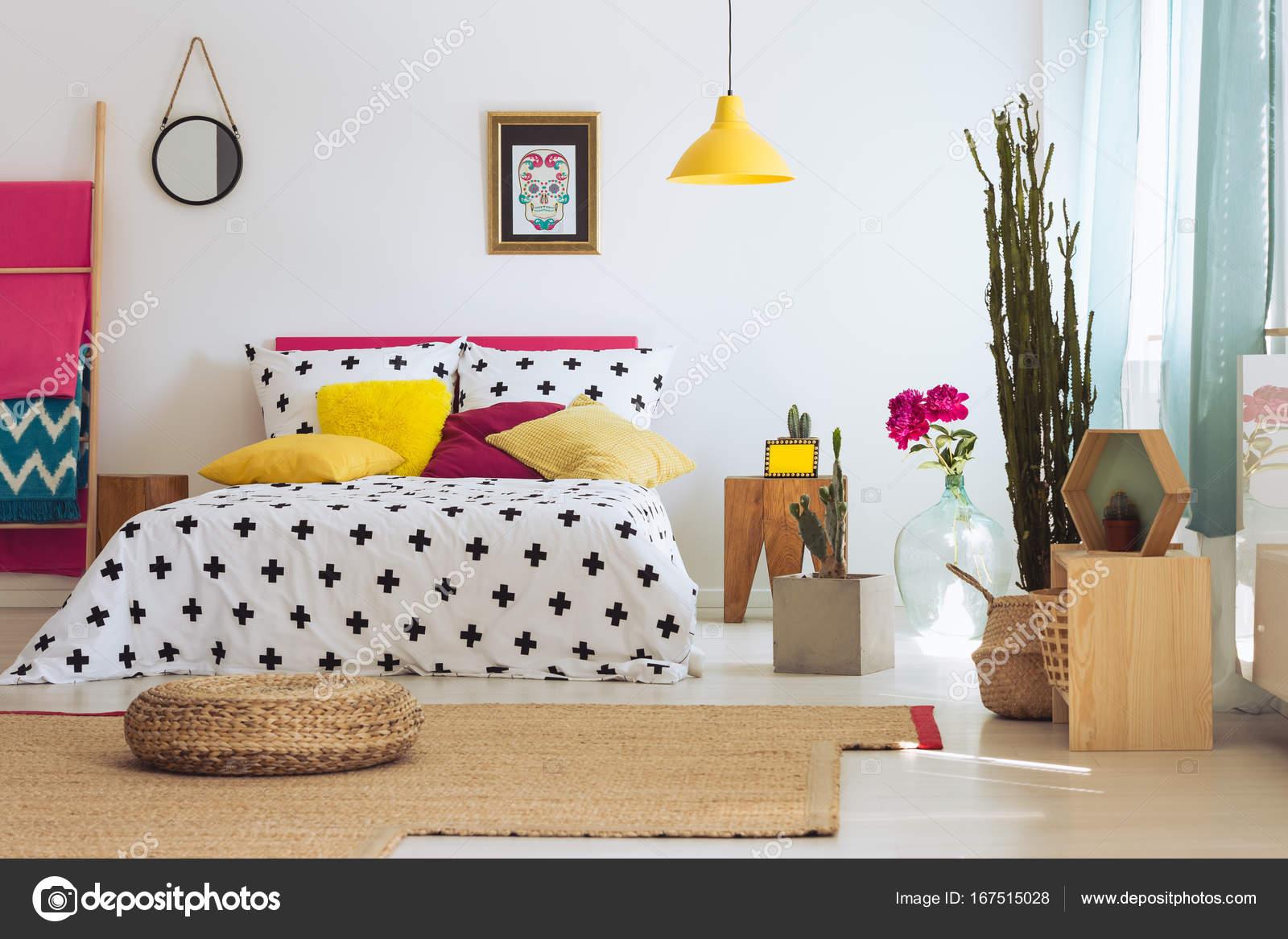 Creatieve kamer met schilderen u stockfoto photographee eu