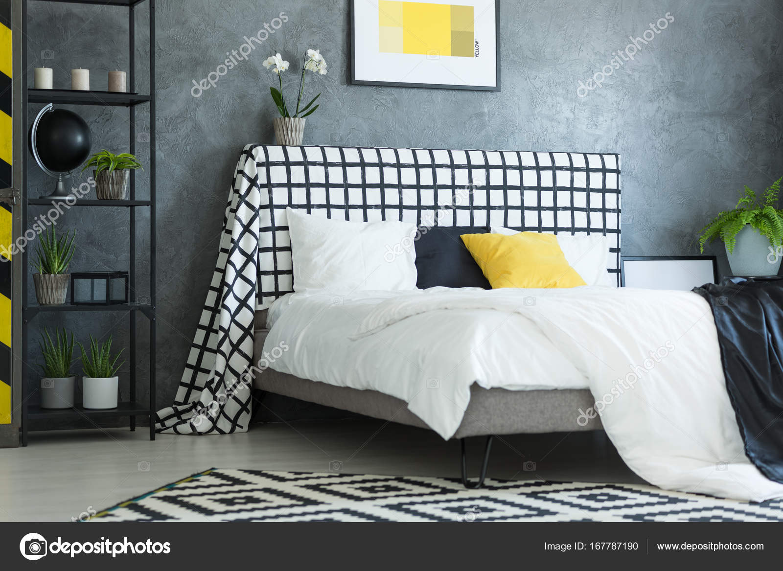 Camera da letto scandinavo con orchidea bianca — Foto Stock ...