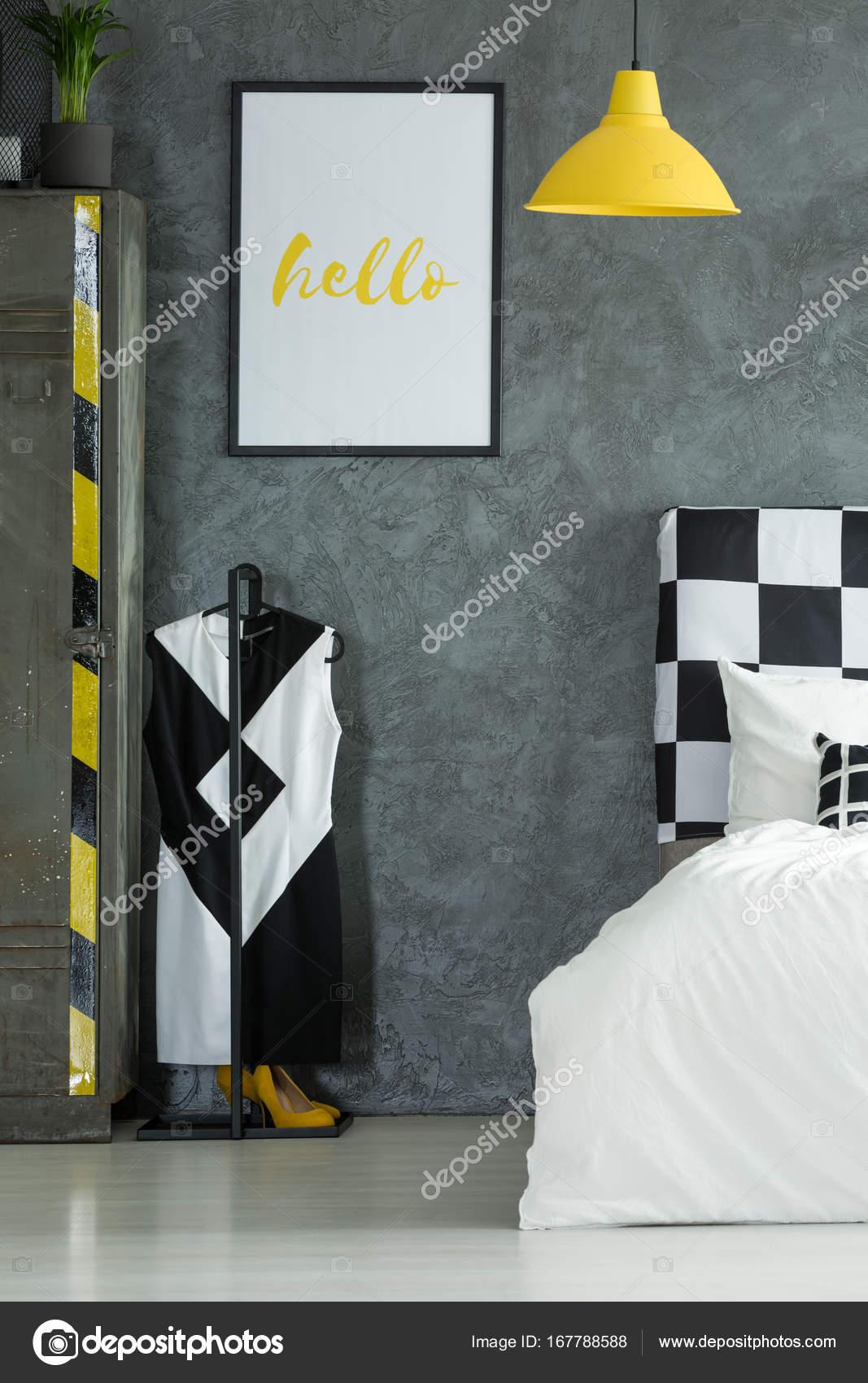 Zwart-wit kleed in de slaapkamer — Stockfoto © photographee.eu ...