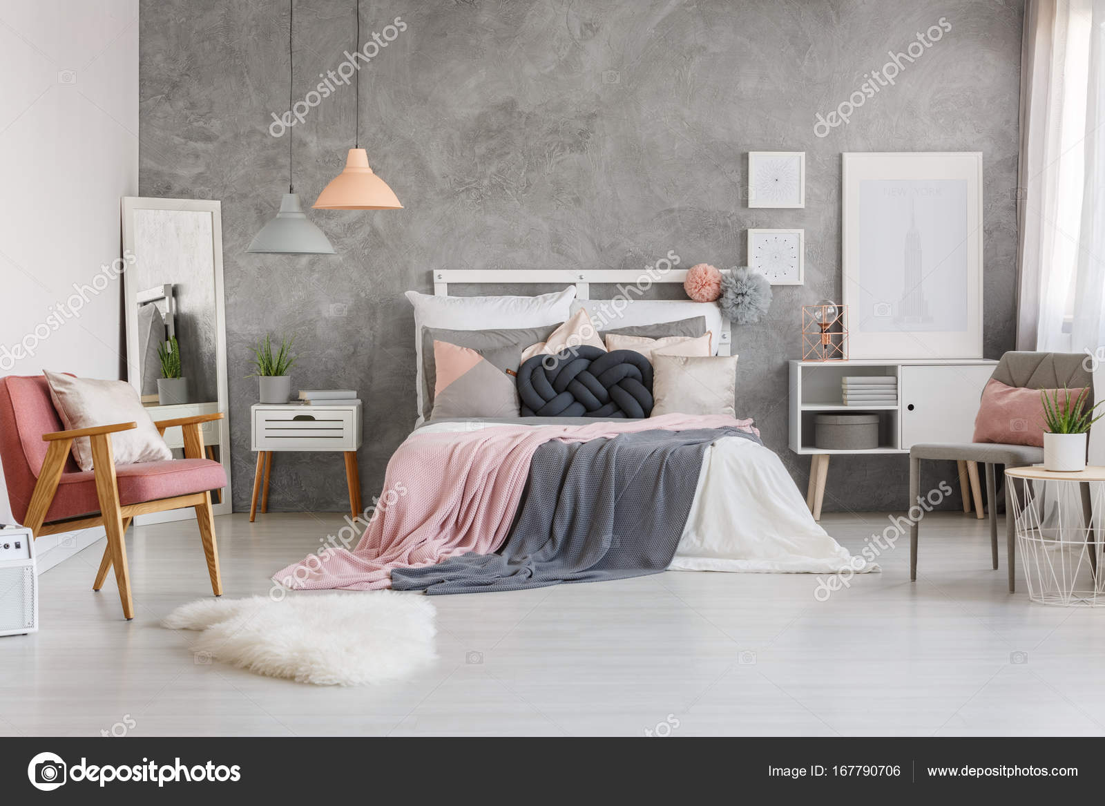 Adorabile camera da letto con rosa cipria — Foto Stock ...