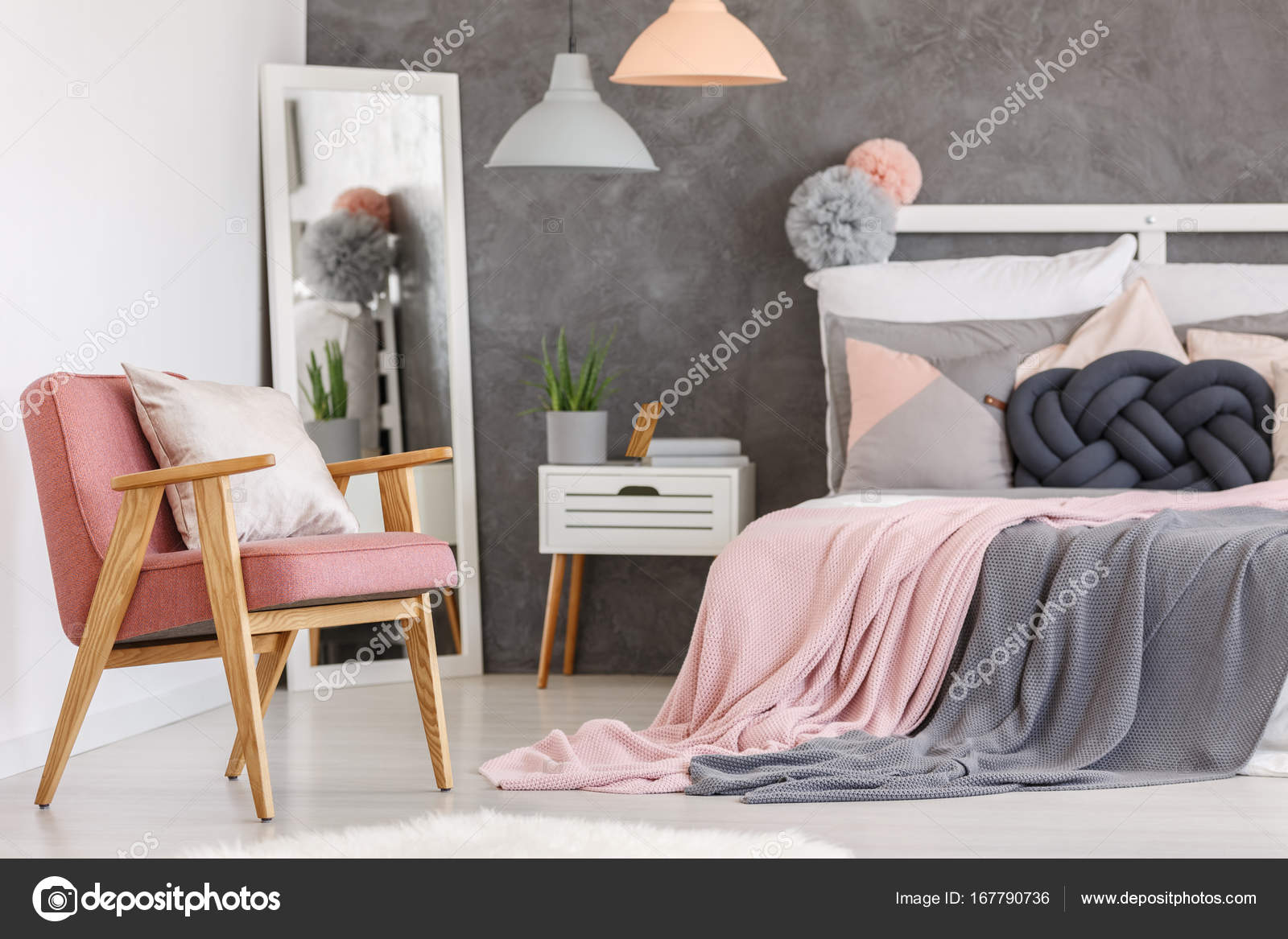 Camere Da Letto Rosa Antico : Rosa sedia in camera da letto ragazze u foto stock photographee