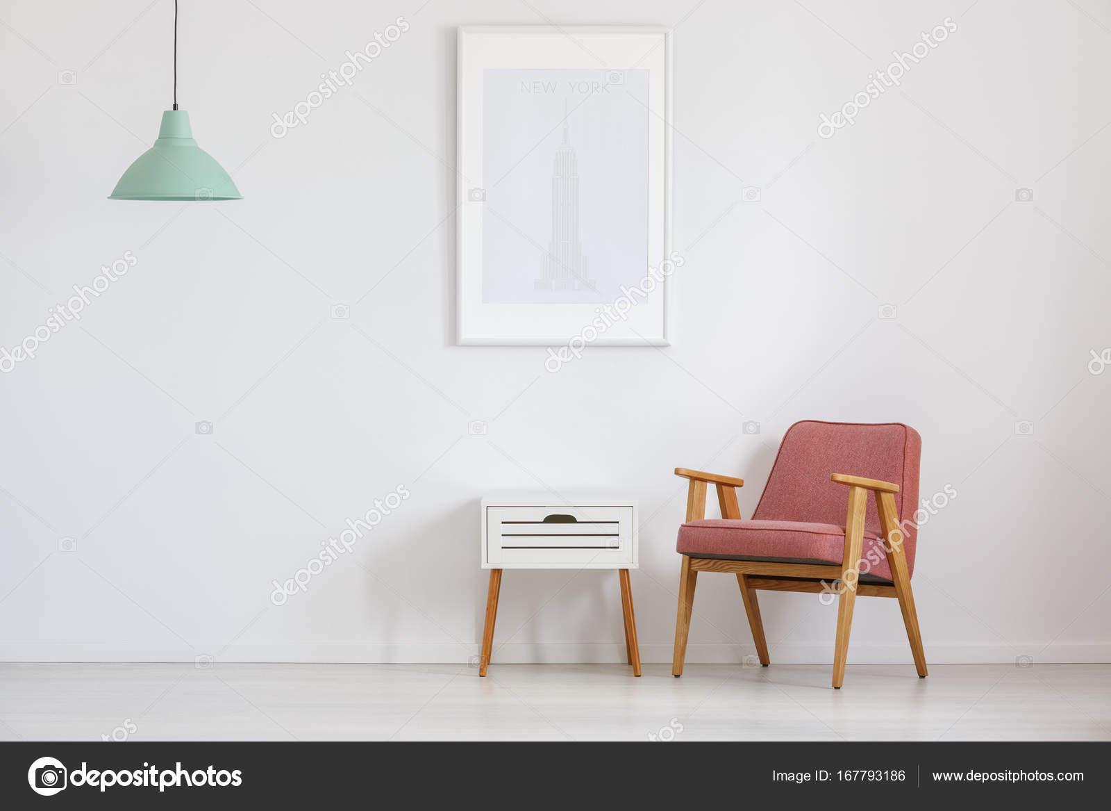 Chambre avec vieux rose chaise — Photographie photographee.eu ...