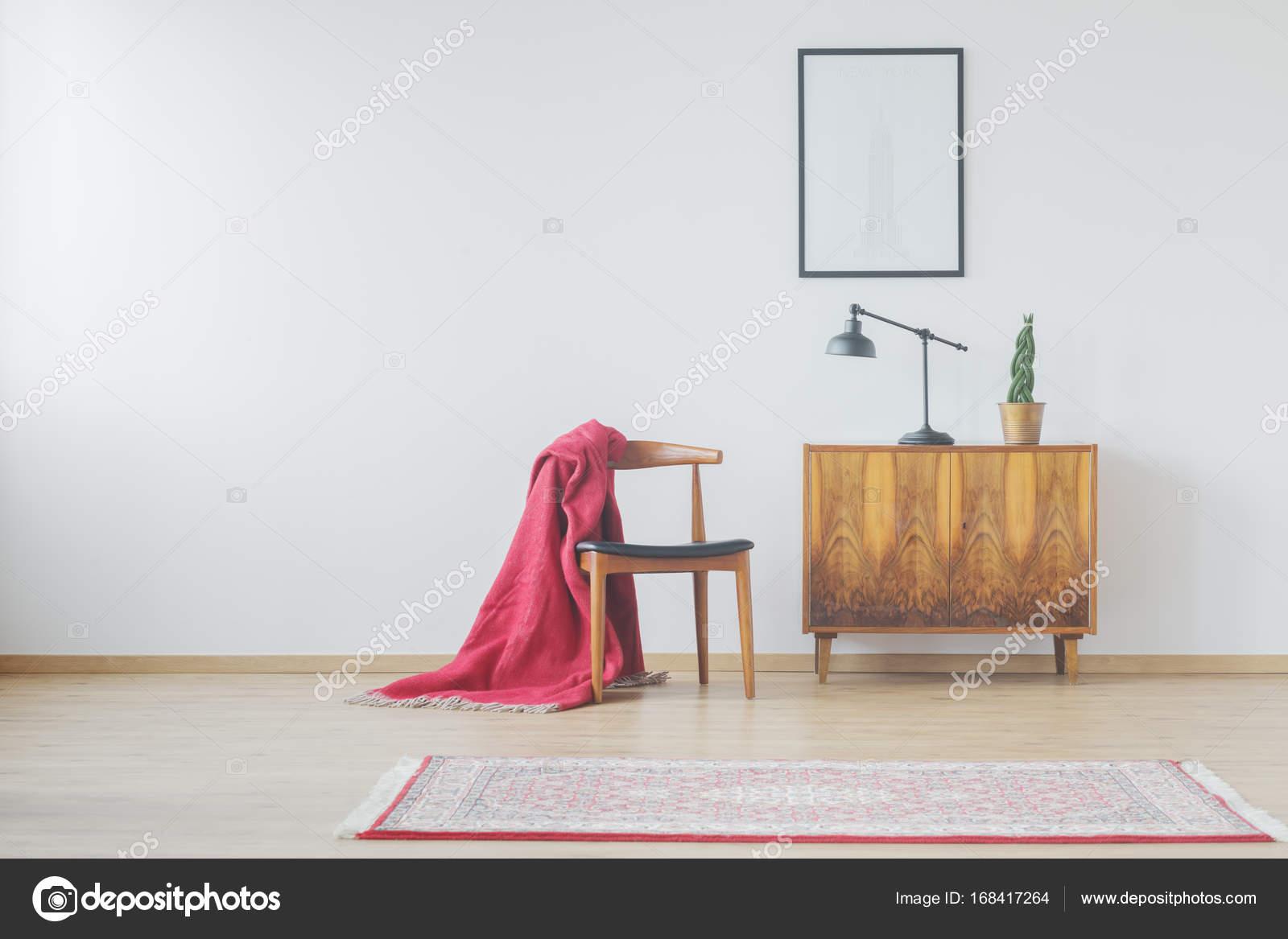 Modernes Zimmer mit Vintage Accessoires — Stockfoto © photographee ...