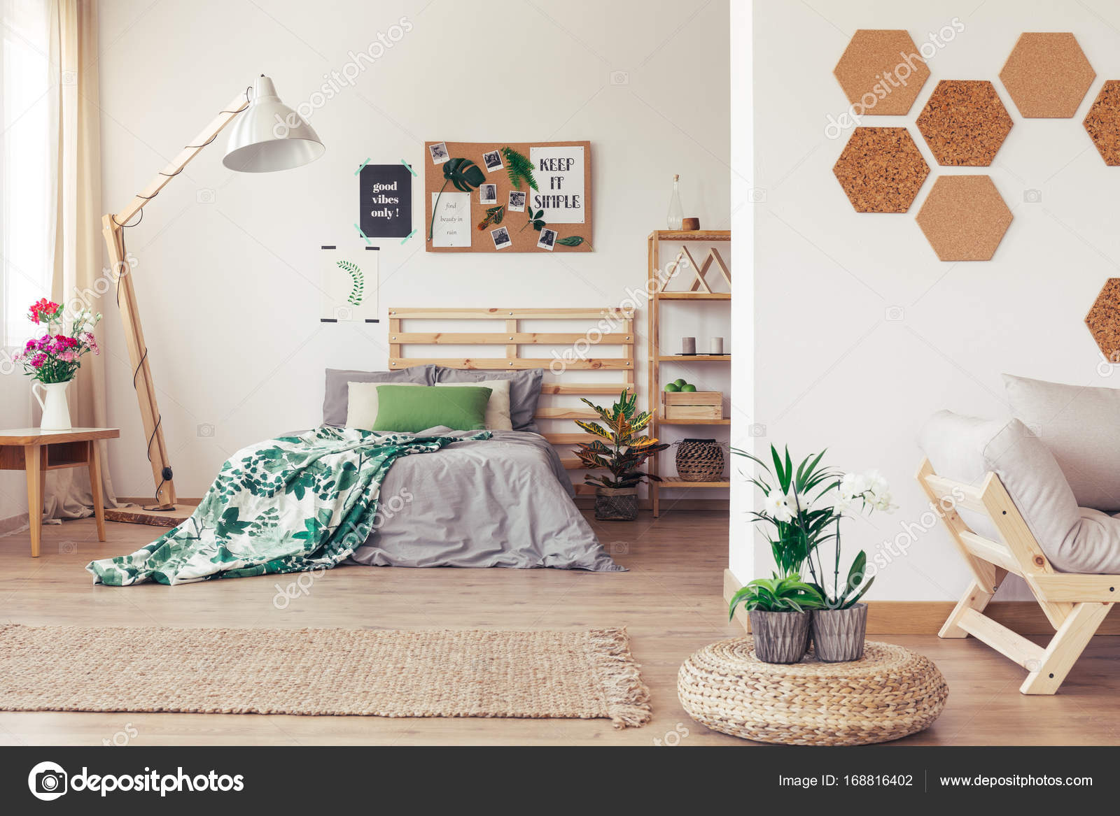 Botanische Schlafzimmer mit Pinnwand — Stockfoto © photographee.eu ...