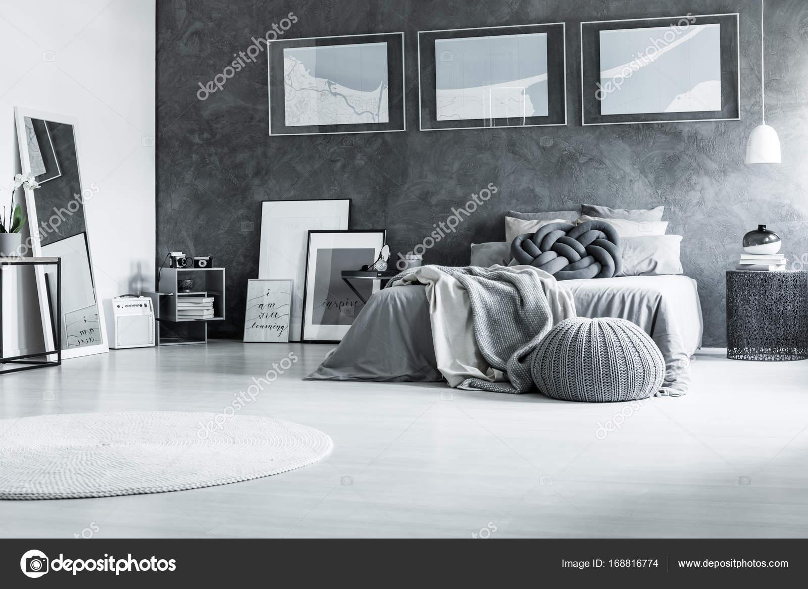Rustgevende zwart-wit slaapkamer — Stockfoto © photographee.eu ...