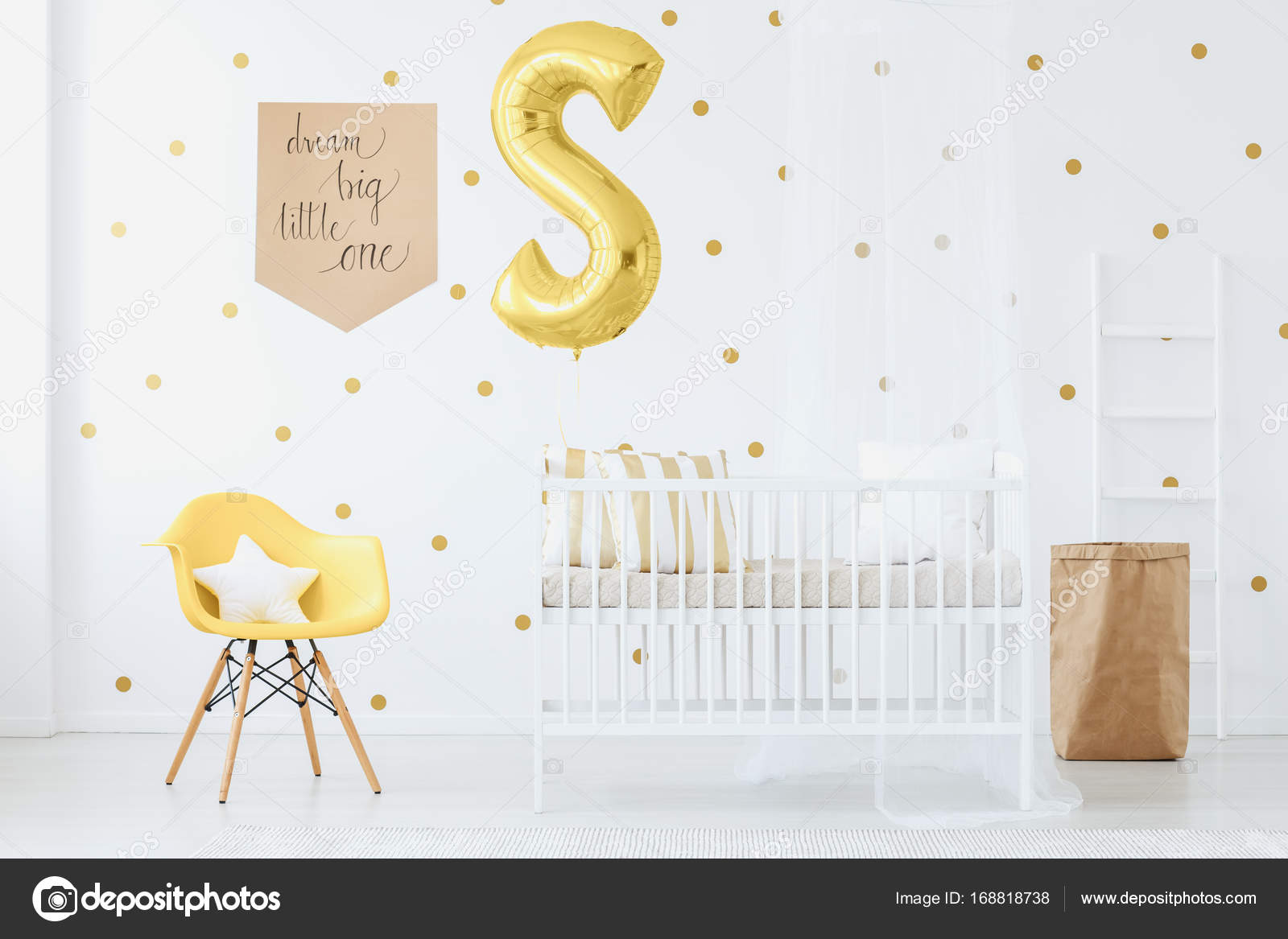 Gelber Stuhl In Kinder Schlafzimmer Stockfoto Photographeeeu