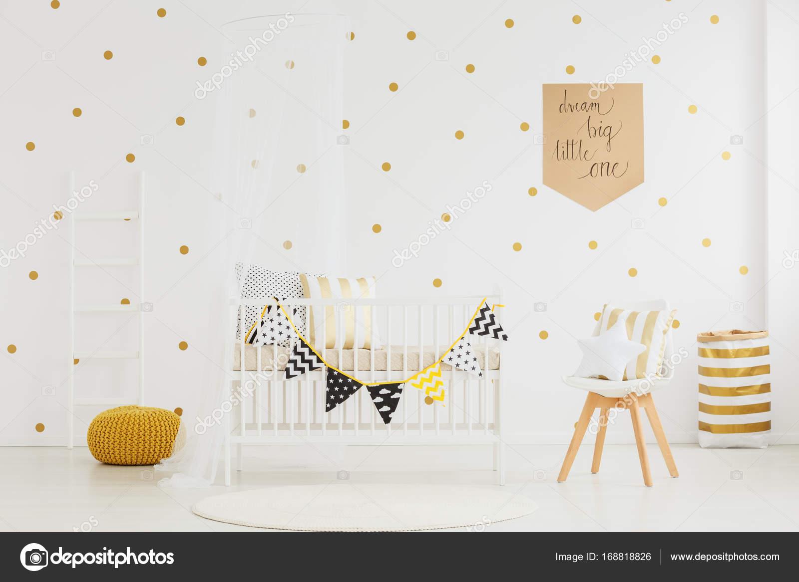 Baby Slaapkamer Teksten : De slaapkamer van kind met gele poef u stockfoto photographee eu