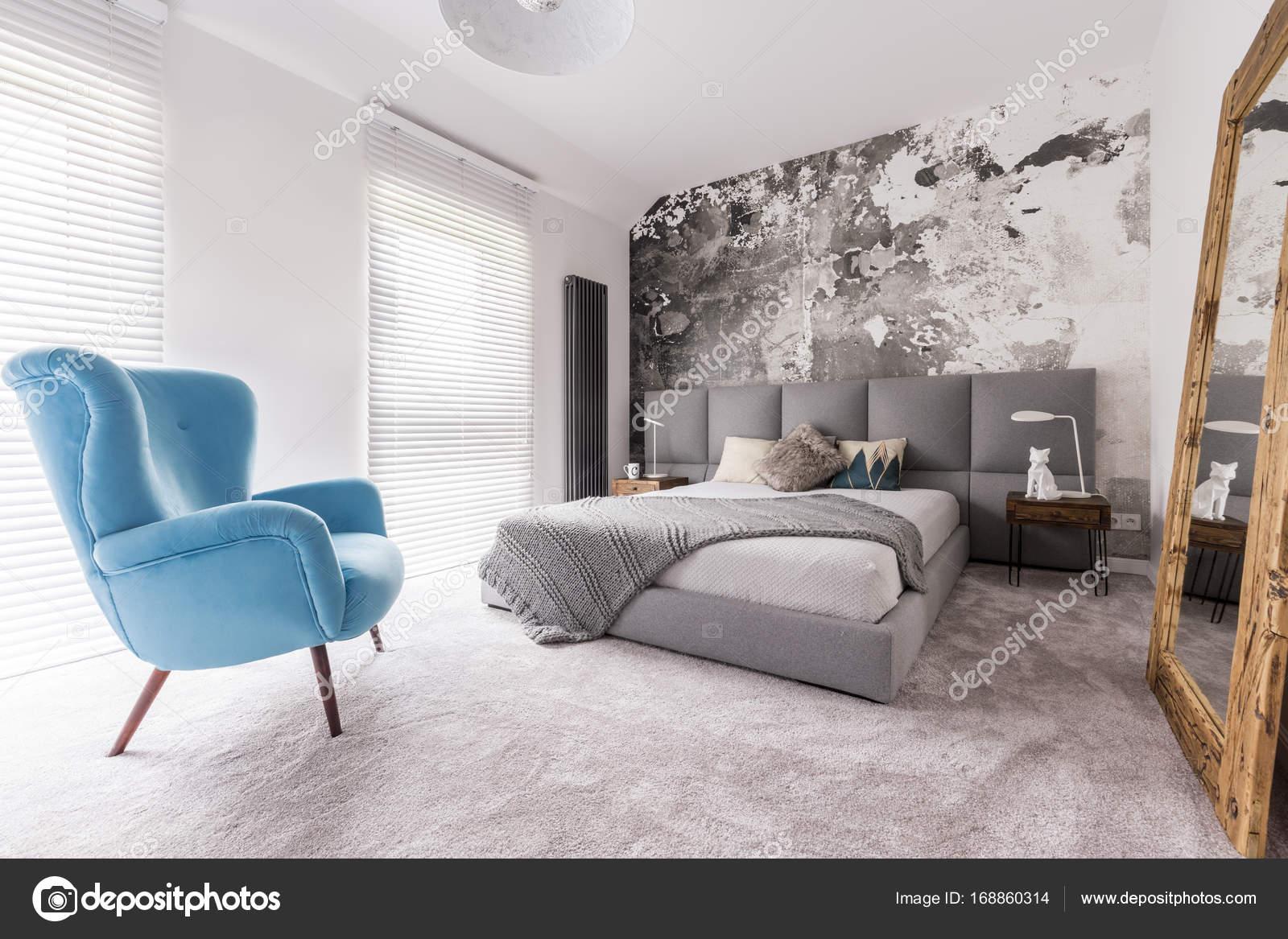 stoel in de slaapkamer — Stockfoto © photographee.eu #168860314