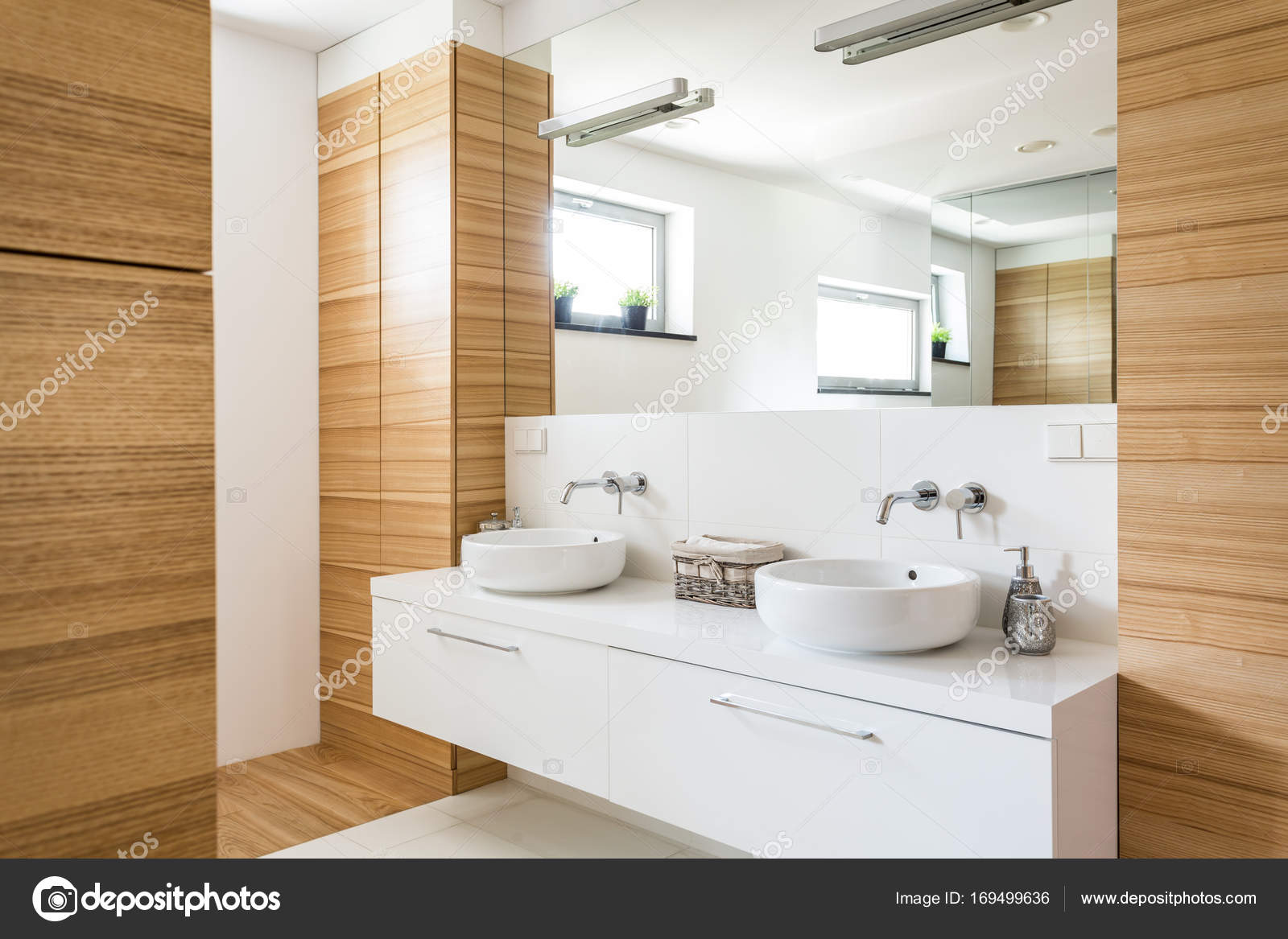 Hout in de badkamer design u2014 stockfoto © photographee.eu #169499636