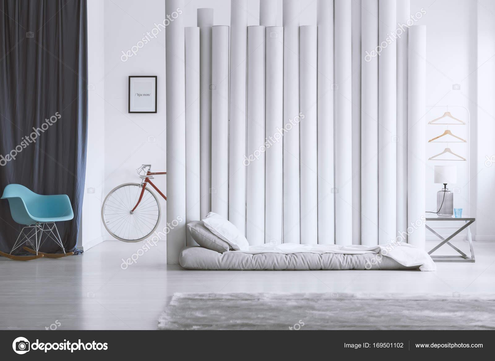 Divisor de cama y tubo gris — Foto de stock © photographee.eu #169501102