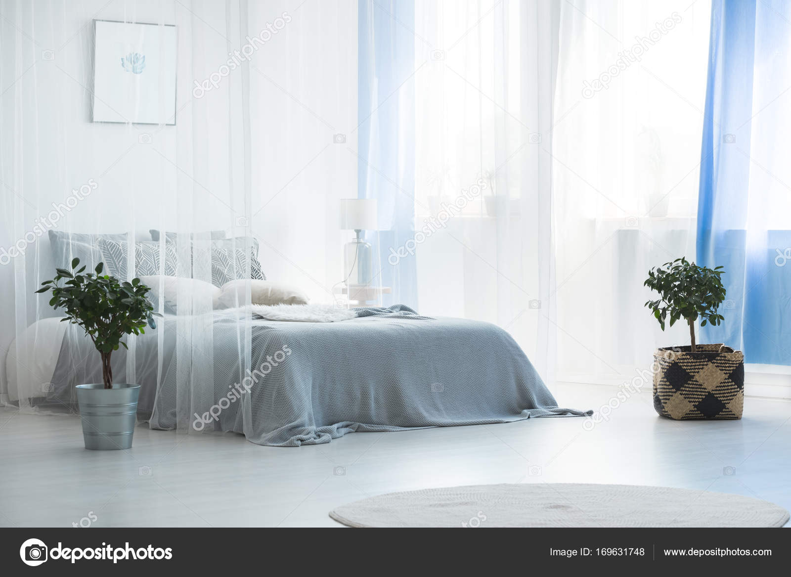 letto con baldacchino — Foto Stock © photographee.eu #169631748