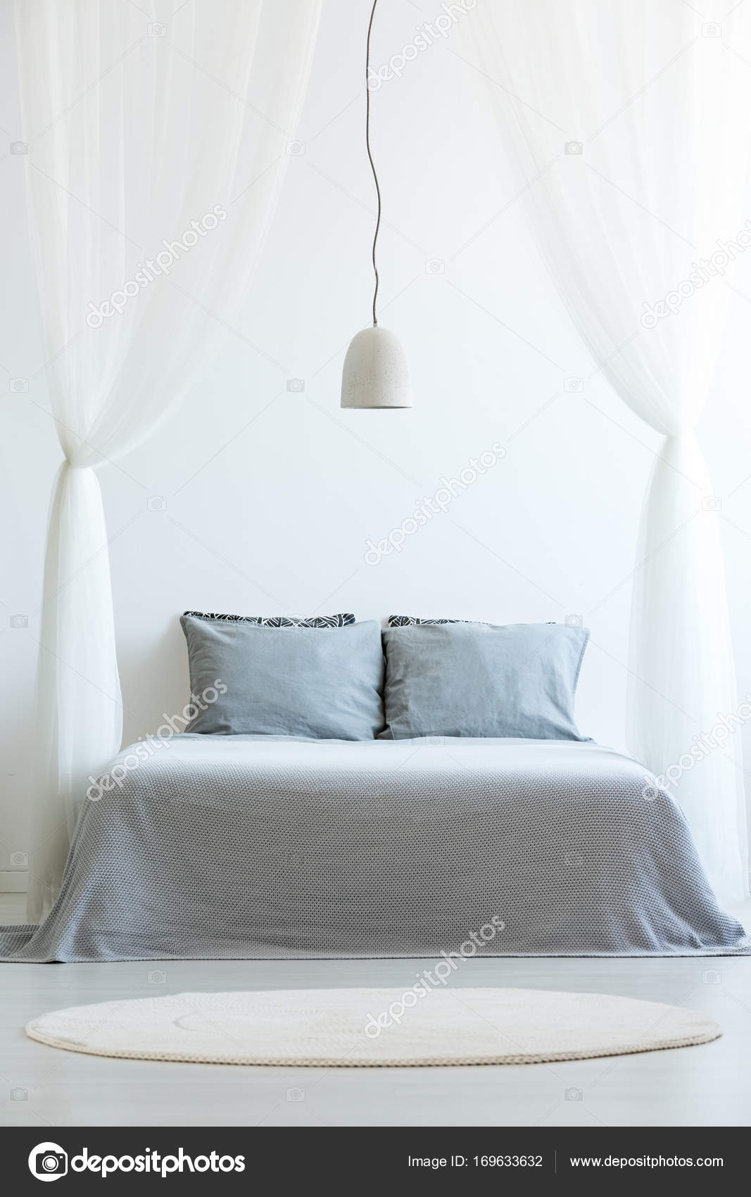 Vorderansicht Des Baldachin Bett Stockfoto C Photographee Eu