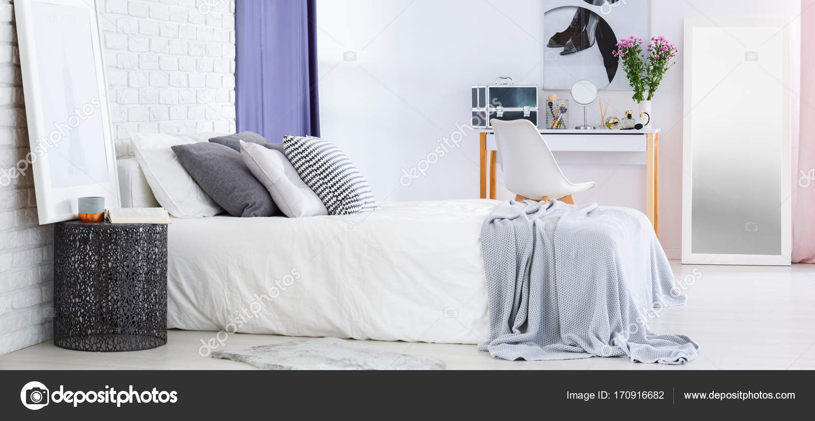 Interieur Kaptafel Styling : Kaptafel in de slaapkamer u stockfoto photographee eu