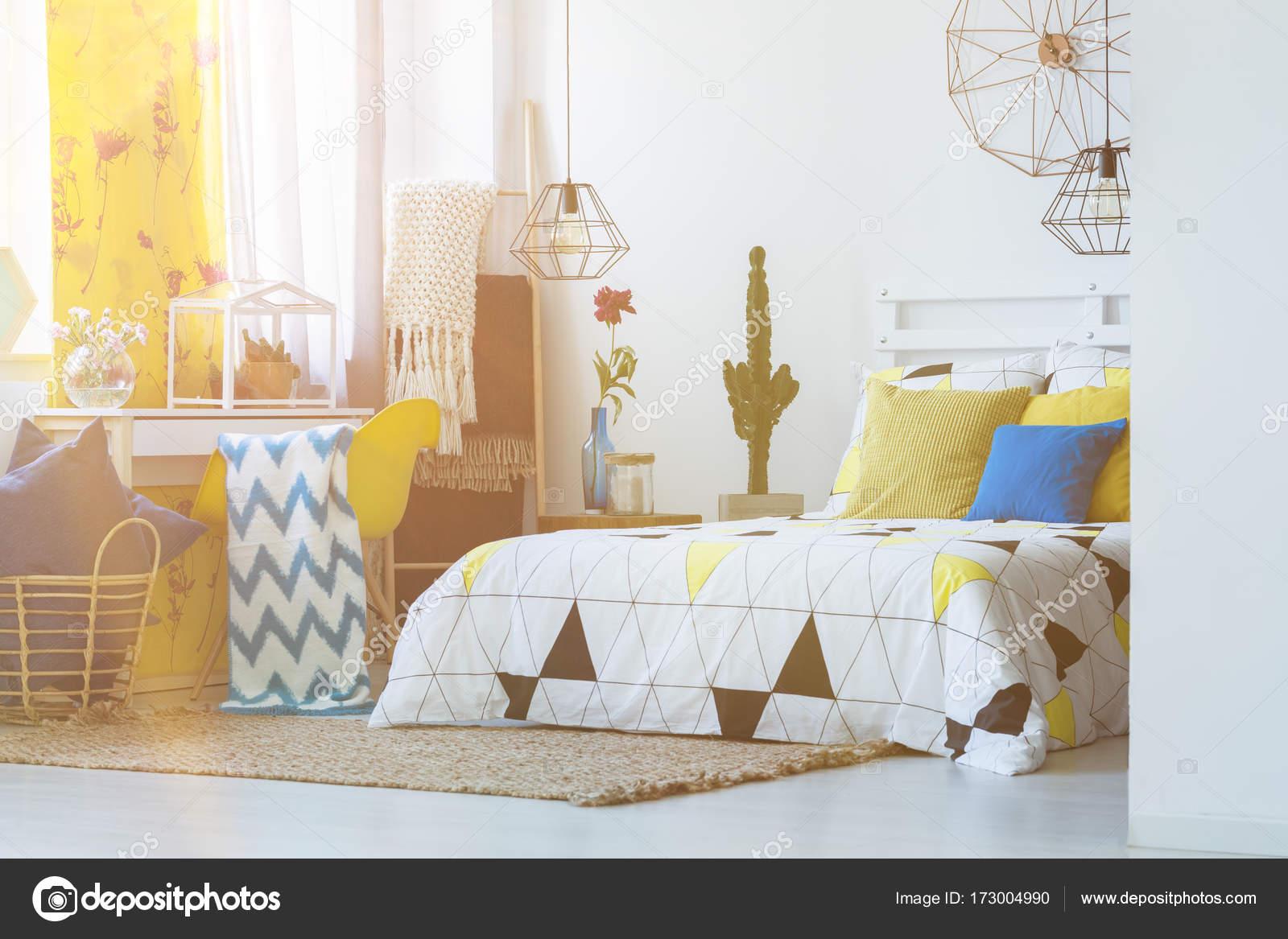 Folk Schlafzimmer mit Kaktus — Stockfoto © photographee.eu #173004990