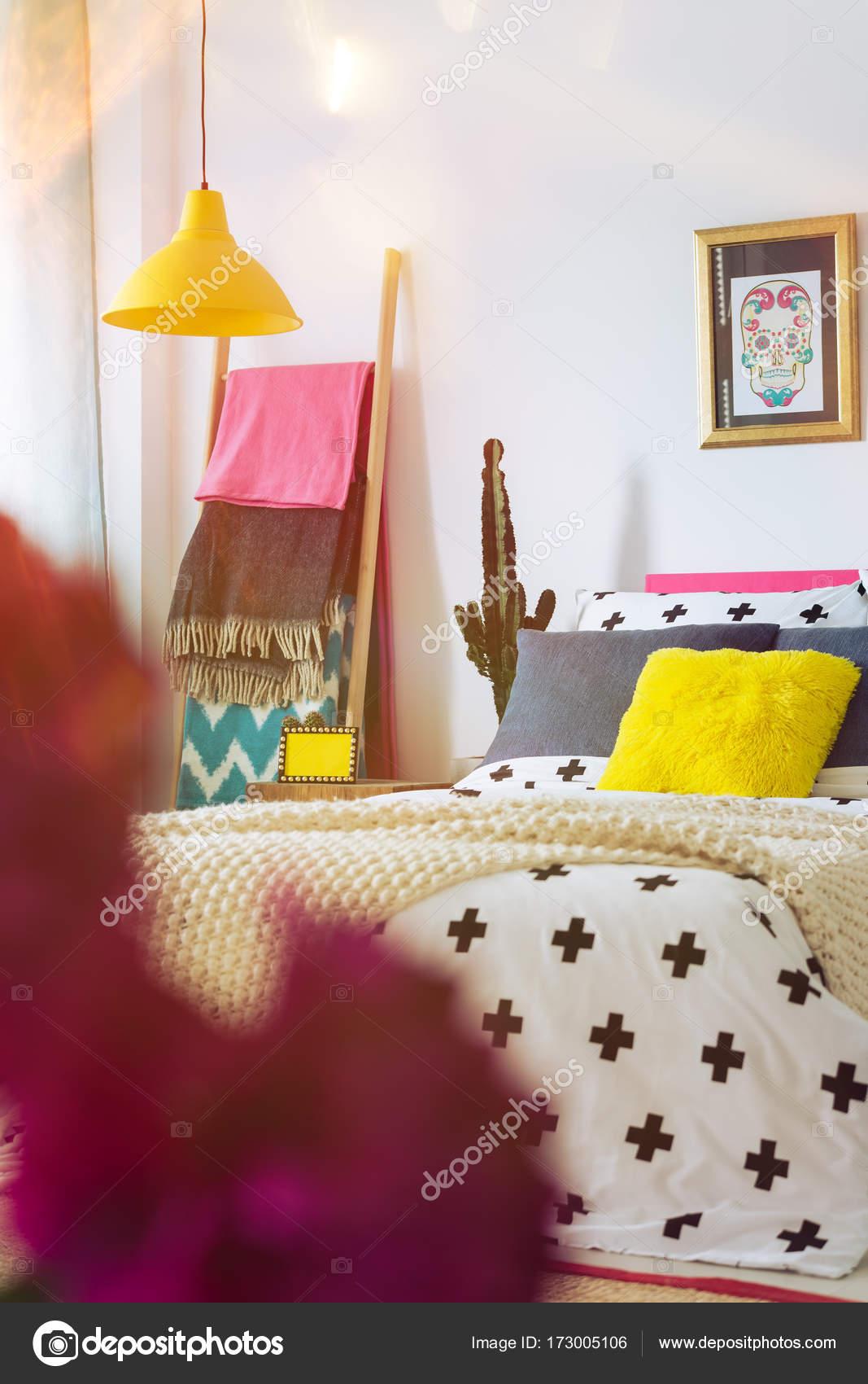 Cartel mexicano en el único dormitorio — Foto de stock ...