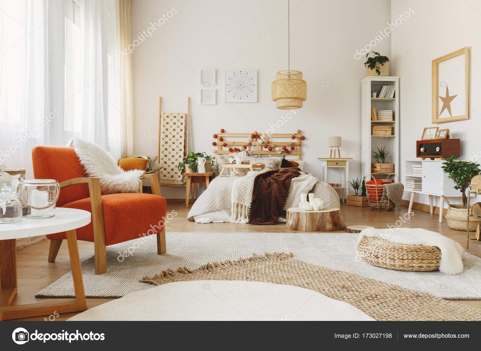 Camera da letto arredata scandinavo — Foto Stock © photographee.eu ...