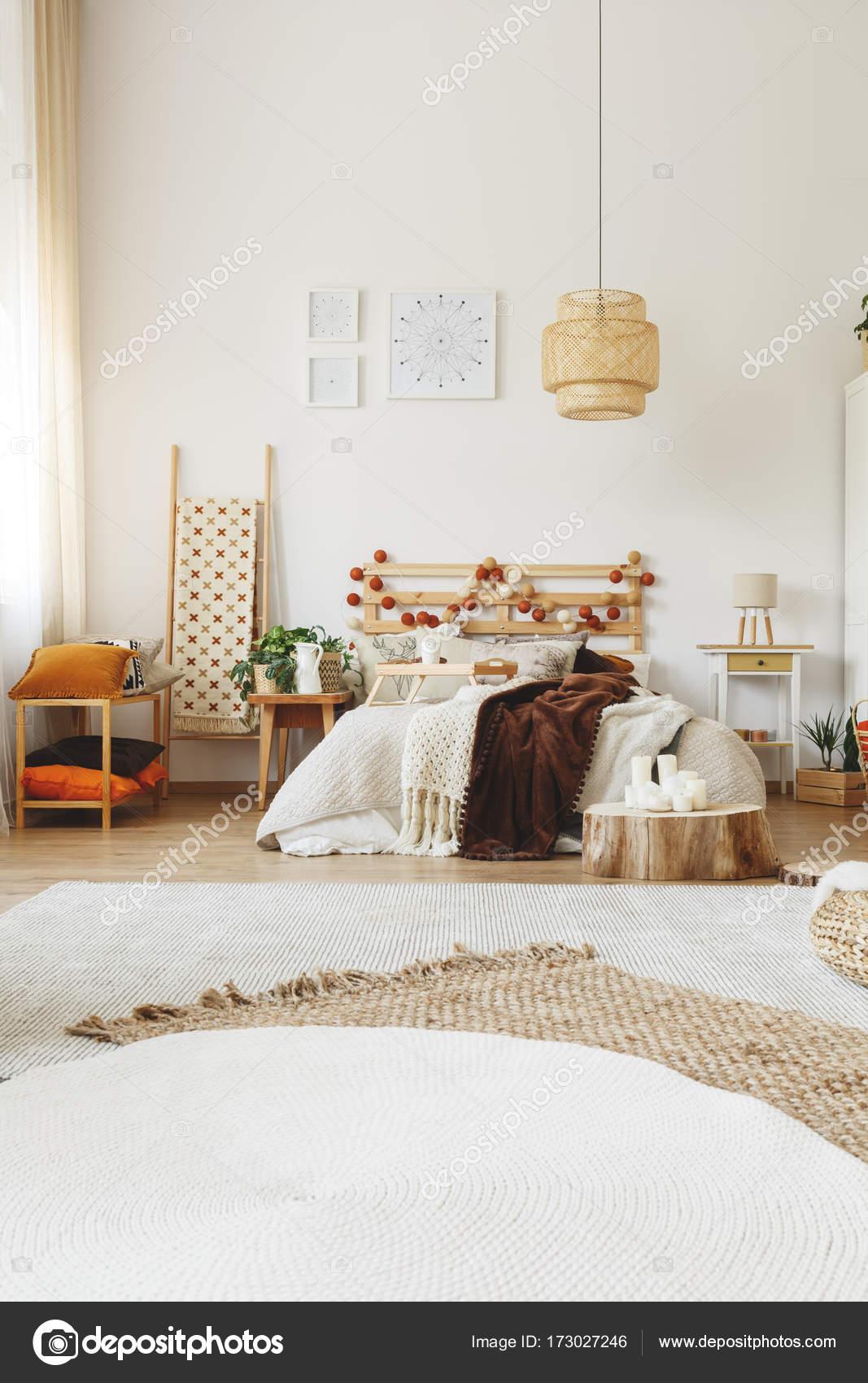 Camera da letto stile moderno hygge — Foto Stock © photographee.eu ...
