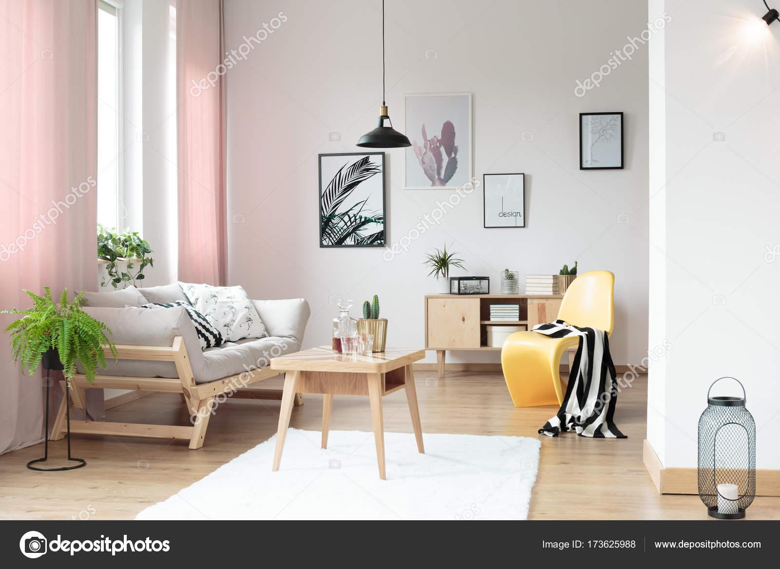 Pastel gordijnen in de woonkamer — Stockfoto © photographee.eu ...