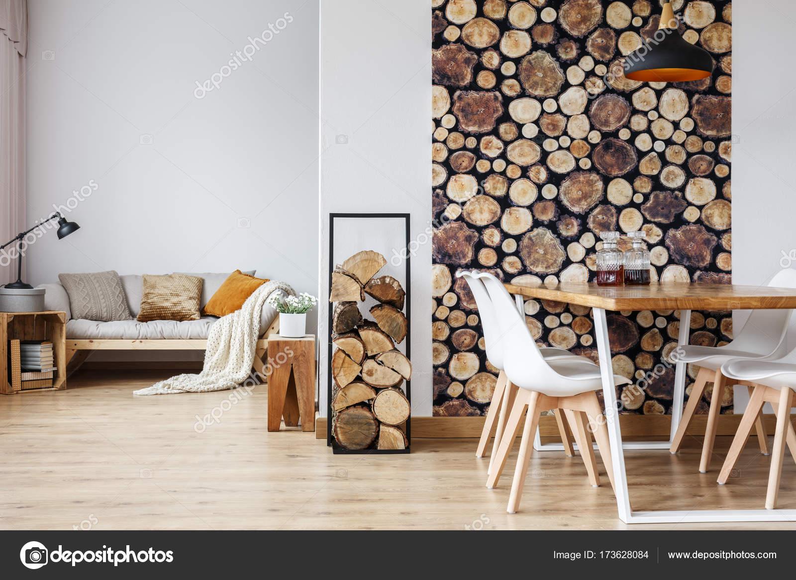 Soggiorno con tavolo e divano — Foto Stock © photographee.eu #173628084