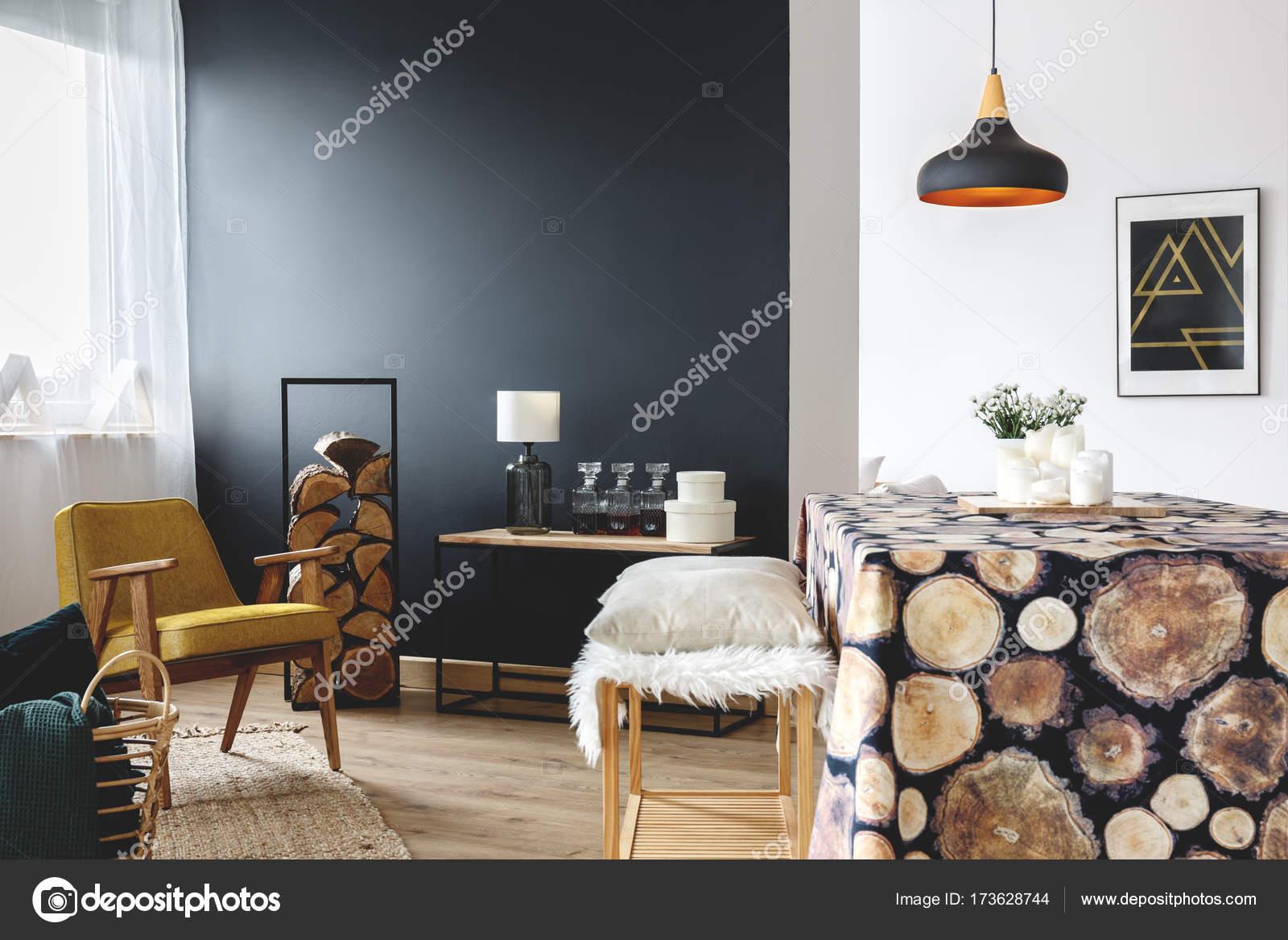Eetkamer met hout decoratie u stockfoto photographee eu