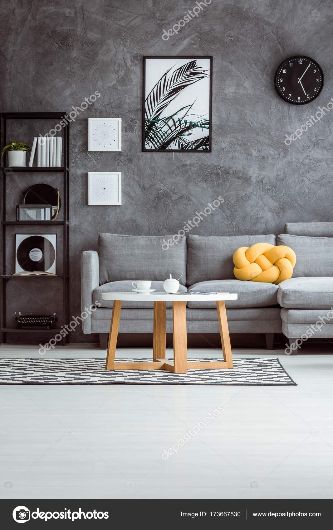 8a9a6c2e6cc4e7 Apartamento moderno com sofá cinza — Fotografias de Stock ...