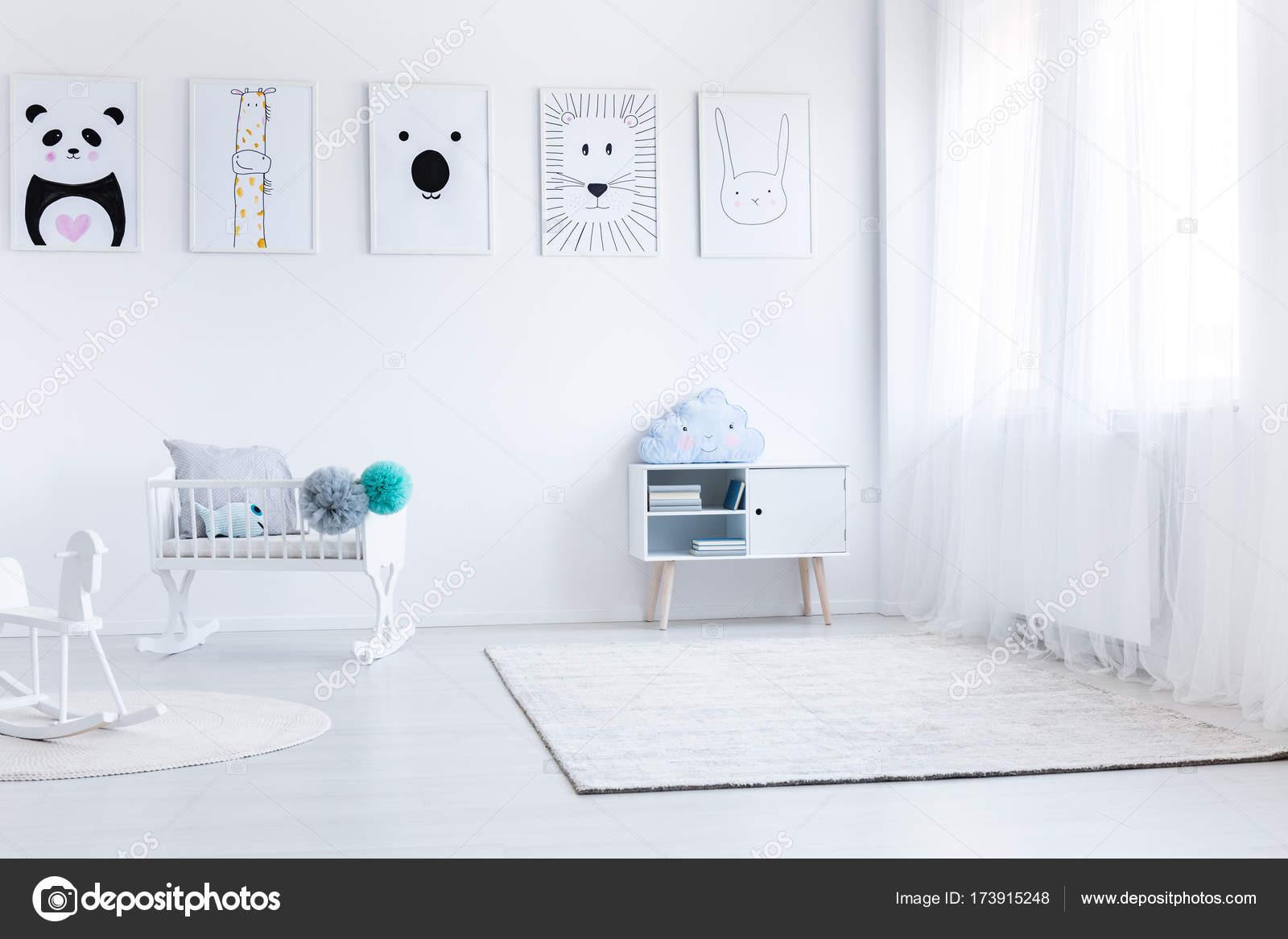 Dormitorio del bebé con muebles blancos — Fotos de Stock ...
