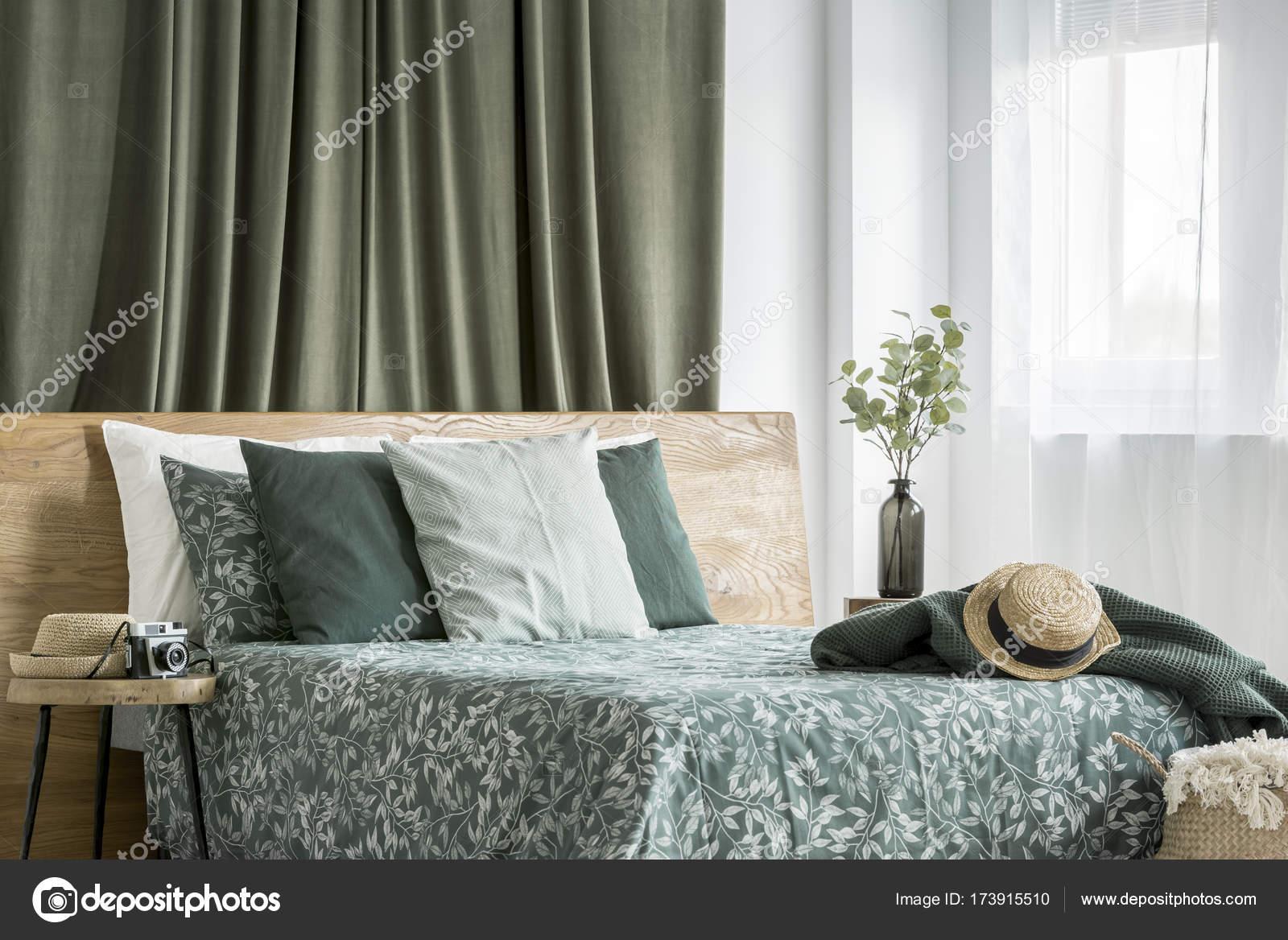 Moos grün Schlafzimmer Innenraum — Stockfoto © photographee.eu ...