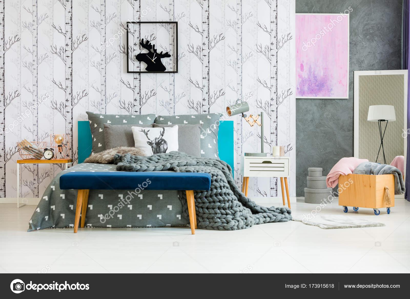wollen deken van natuurlijke slaapkamer stockfoto