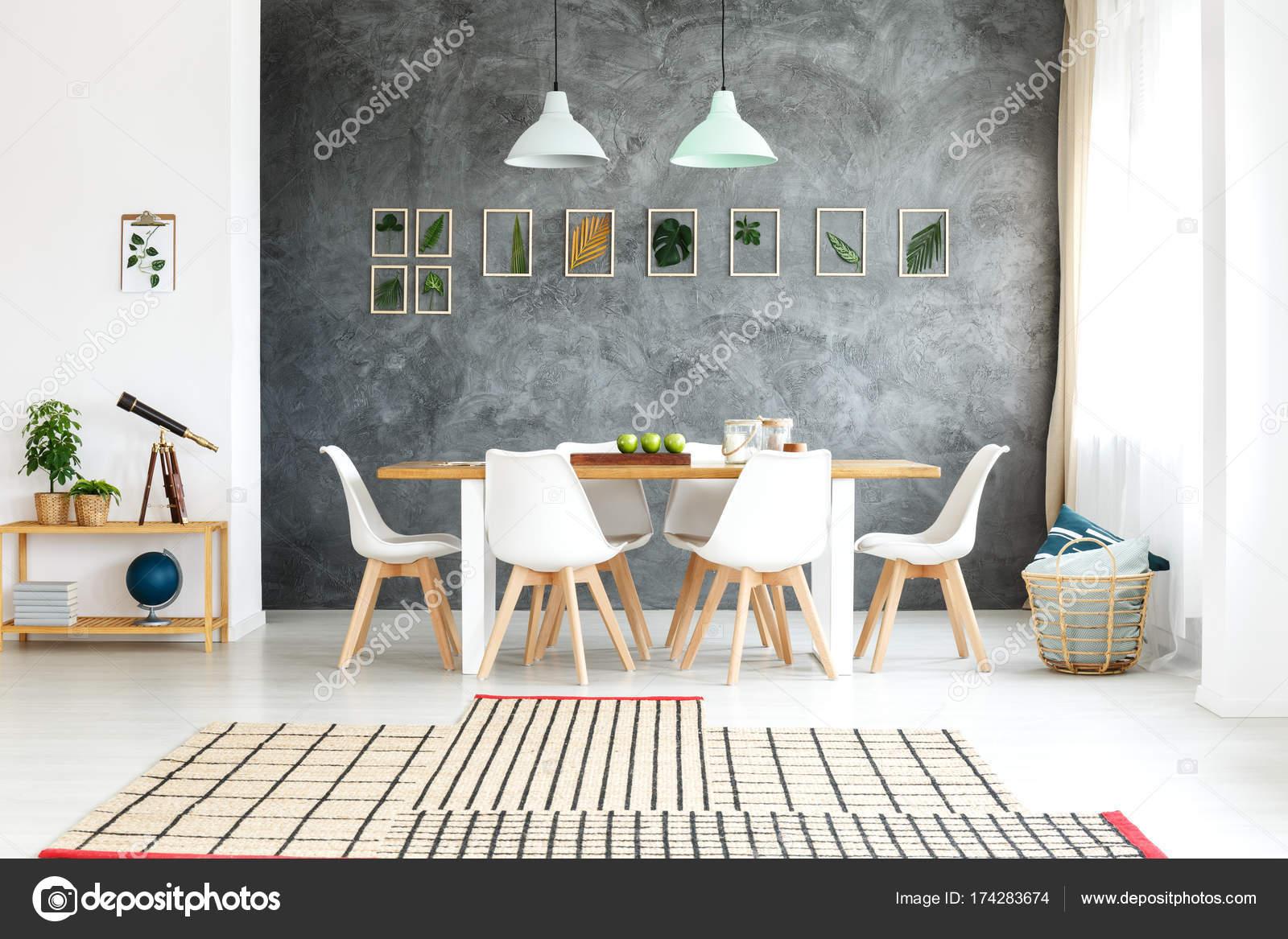Loft-Interieur mit botanischen Dekorationen — Stockfoto ...