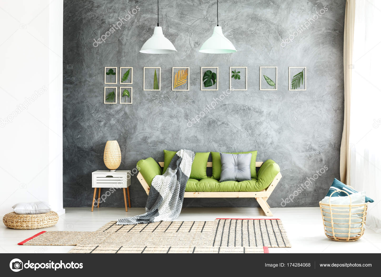 Manta tejida en sofá de madera — Foto de stock © photographee.eu ...