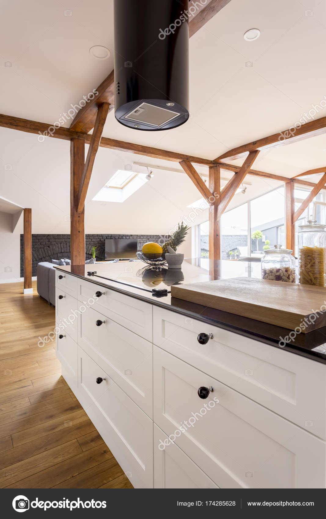 Cocina con muebles blancos — Fotos de Stock © photographee.eu #174285628