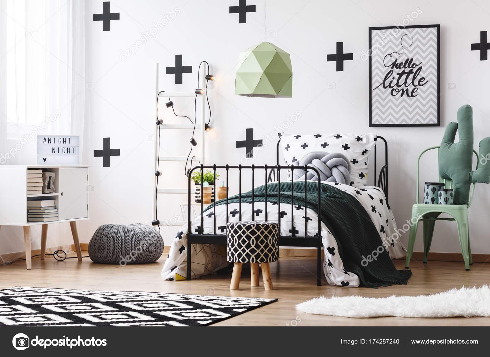 Groen lampje in gekke slaapkamer — Stockfoto © photographee.eu ...