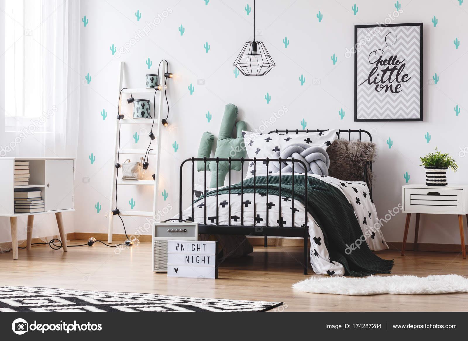 https://st3.depositphotos.com/2249091/17428/i/1600/depositphotos_174287284-stockafbeelding-slaapkamer-met-schattige-cactus-behang.jpg