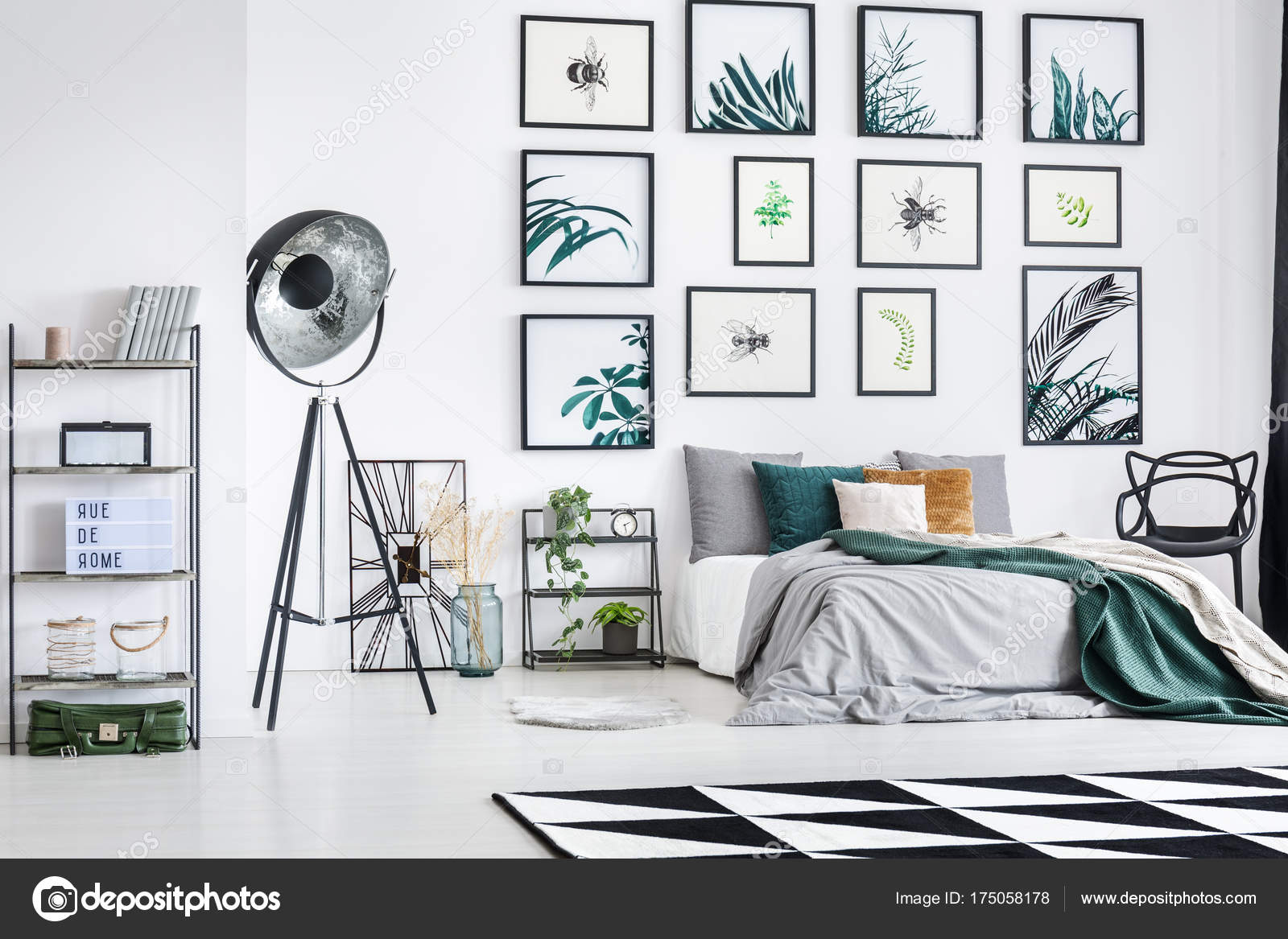 Industrielle Lampe In Modernen Schlafzimmer Stockfoto
