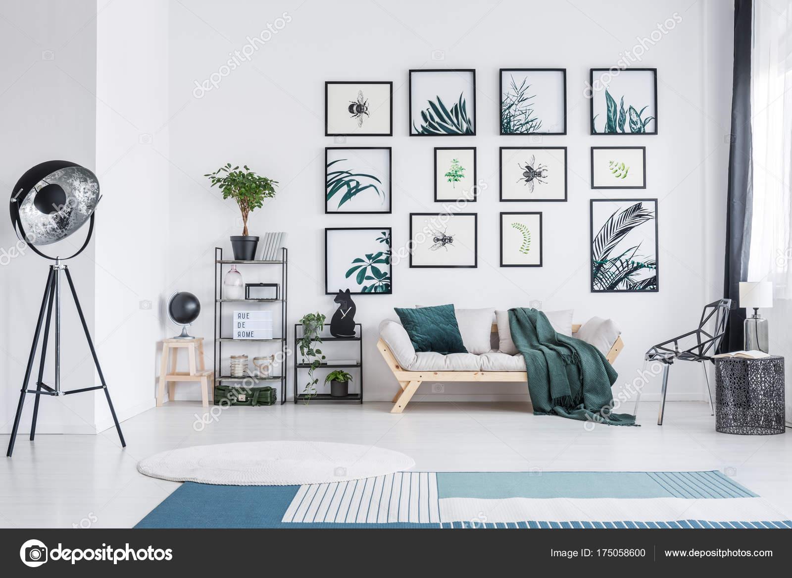 Woonkamer met metalen meubelen — Stockfoto © photographee.eu #175058600