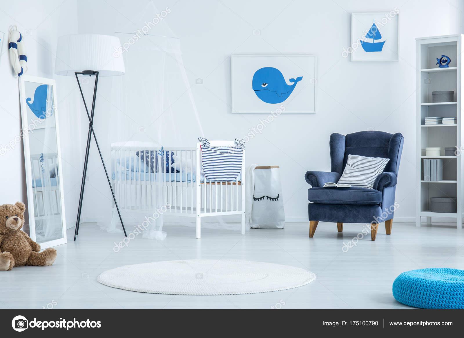 Camera Da Letto Blu Balena : Poster con balena e barca u foto stock photographee eu
