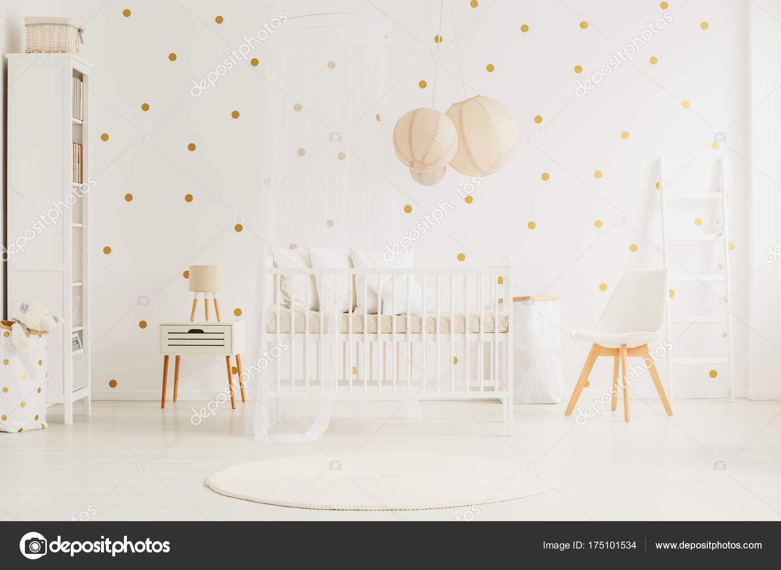 Habitación bebé blanco — Foto de stock © photographee.eu #175101534